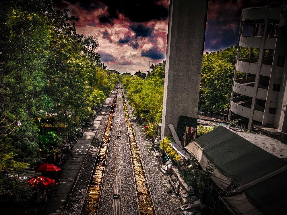 Gedicht-Flughafen-Komfortzone: Dramatische Gleisen in Bangkok.