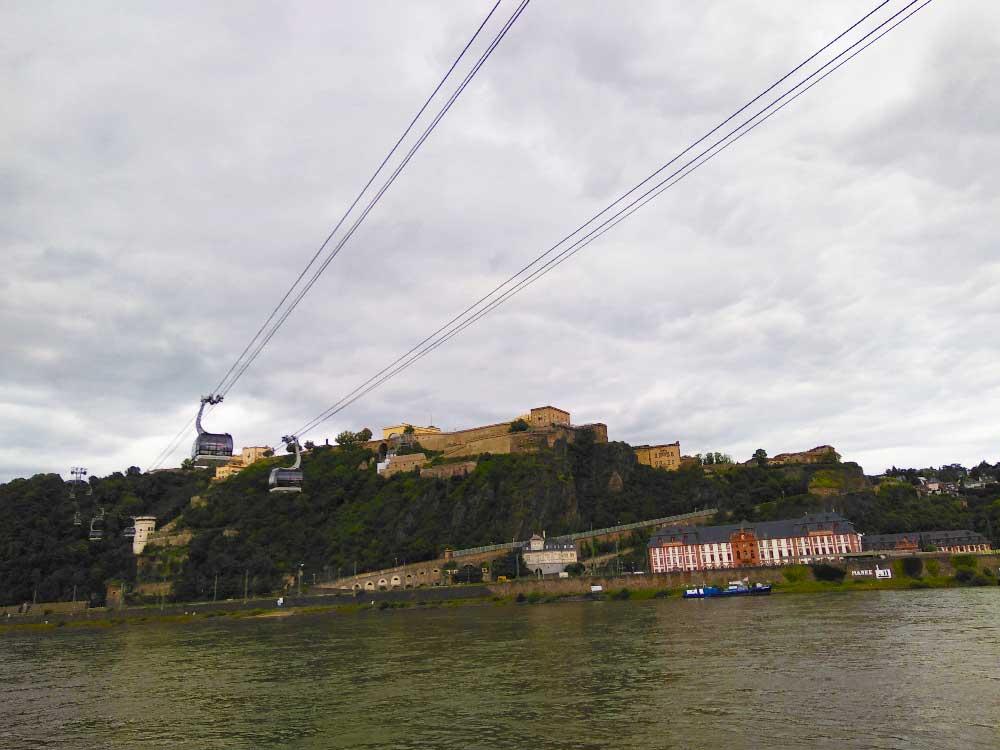 Gedicht-Rhein: Der Rhein ist schon ein imposanter, atemberaubender Fluss. Auf meiner Reise musste ich es in einem Gedicht über den Rhein zum Ausdruck bringen.
