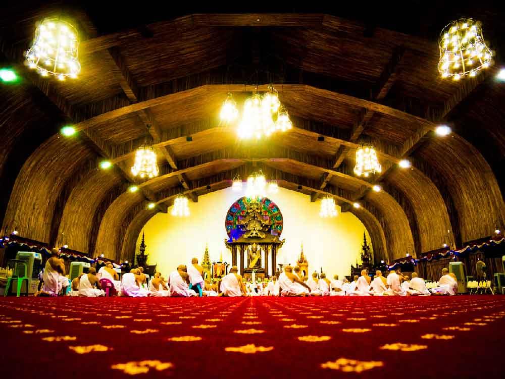 Vipassana-Meditation: In Thailand / Chom Thong im Meditationszentrum wurden 300 Moenche ausgebildet.