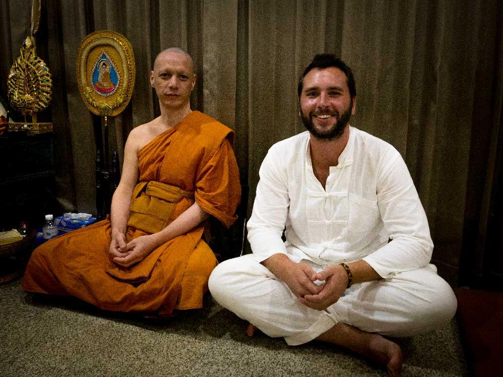 Weltreise-Poesie-Ueber-Mich: Meine Vipassan Meditationslehrer in Thailand / Chom Thong und ich. Danke dass du mich der Vipassana Meditation näher brachtest.
