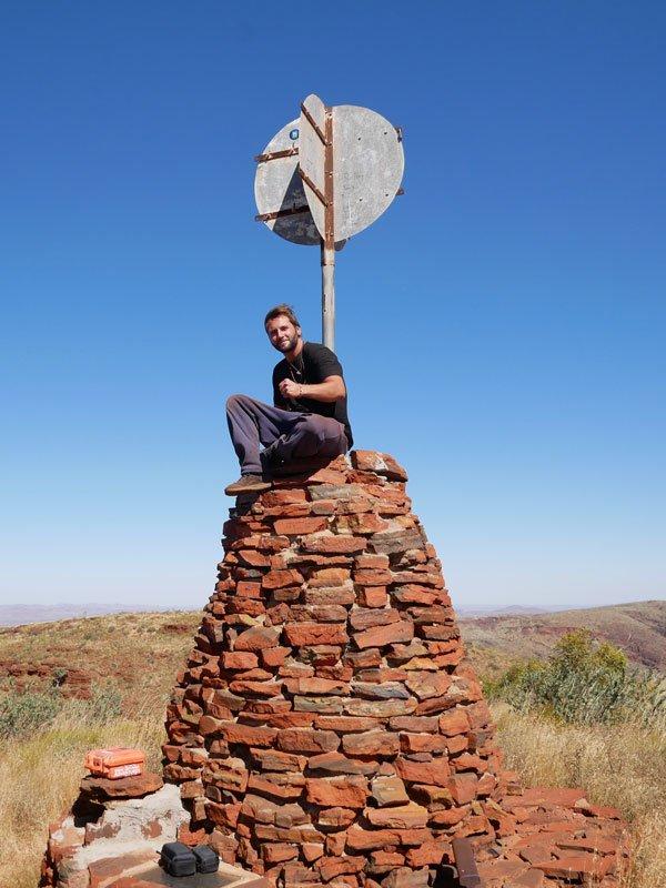 Weltreisender auf dem höchsten Berg Western Australiens